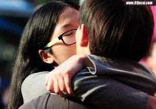 高校开展亲吻陌生人活动 打着信任的幌子行男女之事