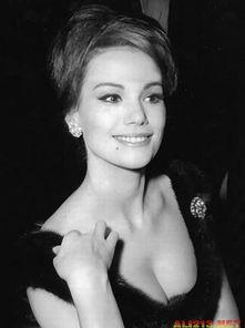 ...性感依旧 细数007系列15位 邦女郎