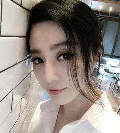 扣骚穴白拍-8月23日下午范冰冰在社交网络上发布了一张自拍照,并配文调侃网友...