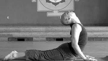 四招瑜伽动作矫正含胸驼背