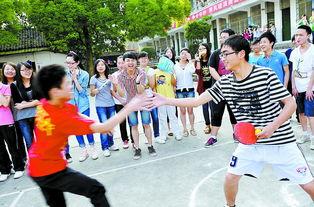 2012年高考前夕,宣恩县第一高级中学高三学生积极参与每天半小时...
