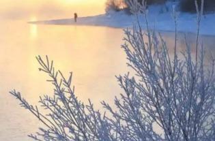 蓝崖湖月合集全文阅读-贝加尔湖湖底及周边,地壳运动活跃,温泉密布.冬天气温低而水汽足...