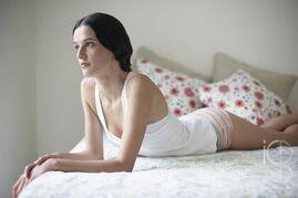 少穿丁字裤(图片来源:东方ic)-为什么女性身体这3个部位会变黑