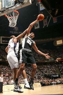 北京时间2003年6月9日上午,NBA总决赛第三场比赛在网队主场进行...