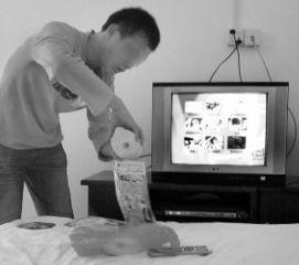 免播放器情色-...宾馆房间里播放黄色光盘.-小旅馆为吸引住客 公然免费播放色情碟片