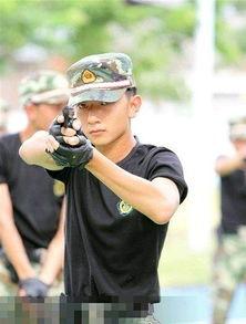 中国的帅哥真的都去当兵了