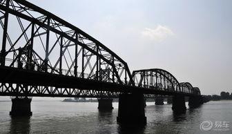 国主义教育示范基地和国家重点建设红色旅游景区.   鸭绿江断桥是抗...