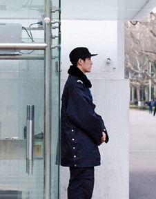 南大帅保安爆红 组图 网友 像盛一伦又像赵又廷和井柏然