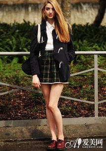 欧美街拍 小西装+包臀短裙 Look 8-小西装搭包臀裙 演绎干练职场女王