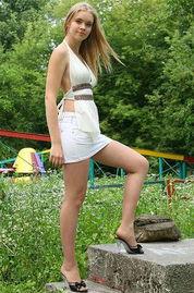偷拍乌克兰街头美女 美腿丝袜色情业泛滥成灾
