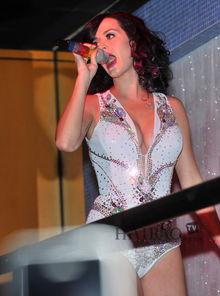 台前台后都爱紧身衣,搞怪大胆秀Sexy 凯蒂 佩里 Katy Perry 又甜又 辣 ...