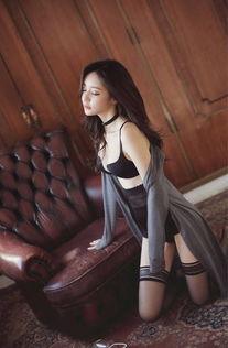 韩国明星孙允珠吊带丝袜内衣写真