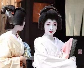 的出颈部和后背上部.   在日本文化中,颈部通常被认为是女子最性感...