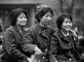 湘西土匪捉女文工团林洁-从女人的领口看社会的开放