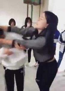 ...,有网友在QQ空间发布了一段视频,视频时长4分多钟,一名女学生...