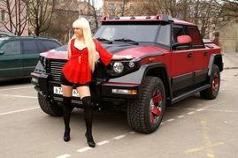 Dartz推出价值千万防弹SUV 与魅力车模绝配