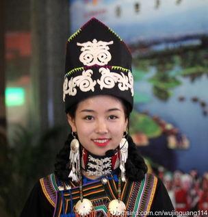 实拍来自四川大凉山的彝族美女