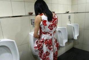 ...湾女生提倡站着尿尿 诉求两性平等