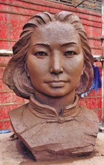 江姐等12英烈铜像 下月亮相烈士墓