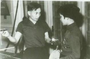 打批斗,施之以严刑拷问,要他供出在香港时参加日本宪兵队的经过. ...