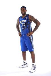 NBA官方正式公布2010年全名赛首发名单,在最后一期投票中纳什超...