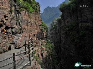 ...层峦叠嶂,沟壑纵横,飞瀑流泉,既有雄强而苍茫的石壁景观.又有妙...