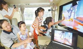 起应邀坐上4G体验车畅游杭州.... 使用随车的中国移动4G免费无线...