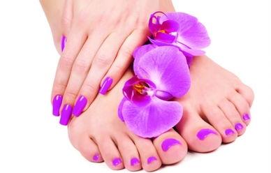 拥有纤纤玉足,重在预防干裂,措施在于日常洗脚时,特别在天气寒...