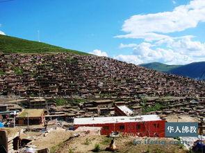 ...达喇荣寺五明佛学院,坐落在四川省甘孜藏族自治州色达县境内,海...
