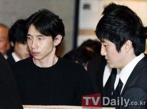 Tablo父亲出殡 奉太奎吊唁友人父亲