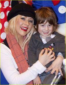 欧美a片母与子wwwrrbtme-克里斯蒂娜失婚乐当单身母亲 儿子迪斯尼庆生笑开怀