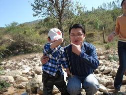 师让十一长期去野外拍几张与大自然亲密接触的照片,做为孩子的作业...