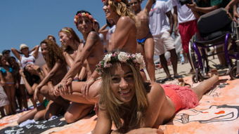 甲斐不道德的海滩高清无码-...西美女赤身抗议沙滩裸晒禁令