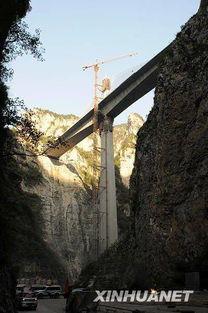 逐浪仙河-新华网10月15日报道   10月13日,晋济高速公路仙神河大桥项目主体完...