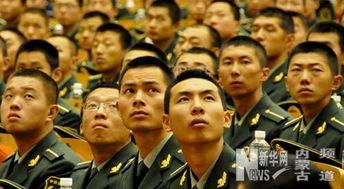 聆听报告的武警官兵.-人民的好警察 郝万忠同志先进事迹巡回报告会...