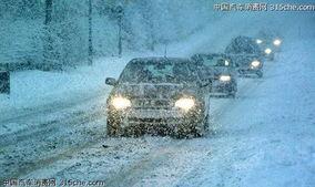 控制车速.需要加速或减速时,油门应缓缓踏下或松开,以防驱动轮因...