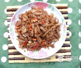 辣炒咸鱼的做法,辣炒咸鱼怎么做好吃,辣炒咸鱼的家常做法 酸酸笑