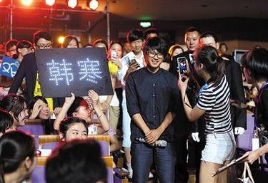 田羽生进影院只为看观众   在电影... 经常偷偷买票去电影院,并非为了...