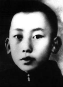 """在狱中,毛泽民坚贞不屈,视死如归,义正词严地回答:""""决不脱离党..."""
