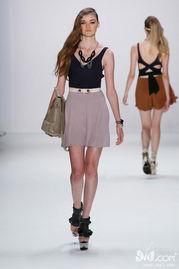 chacarron-2010年7月8日(当地时间),Arrondissement AQ1 2011春夏女装在柏...