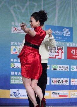 姐也骚综合网-...图片精选 芙蓉姐姐自称中国最风骚女人
