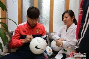 广州恒大球员体检 女护士却只爱韩国帅哥 组图