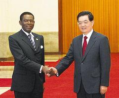 与出席中非合作论坛第五届部长级会议并访华的赤道几内亚总统奥比昂...