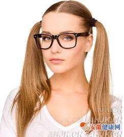 白领上班戴隐形眼睛有禁忌 小心隐形眼镜的危害