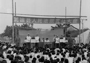 ...驾于党政之上的官僚机构,几年来一直是同毛主席对抗