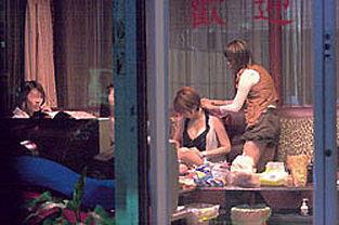台湾色情场所学校旁边做生意 学生成嫖客