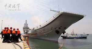 零号实验舰-...启航,开展科研试验和训练,这是辽宁舰停靠青岛某军港后首次出海...
