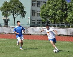 ...康桥基地与申花高层以及教练组组成的球队进行了一场友谊赛.申花...