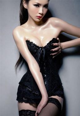 全身涂满油的惊艳美女写真 身材火辣的妹子