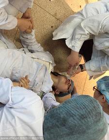 助产士接生11个宝宝 累倒在产妇旁 组图 全文